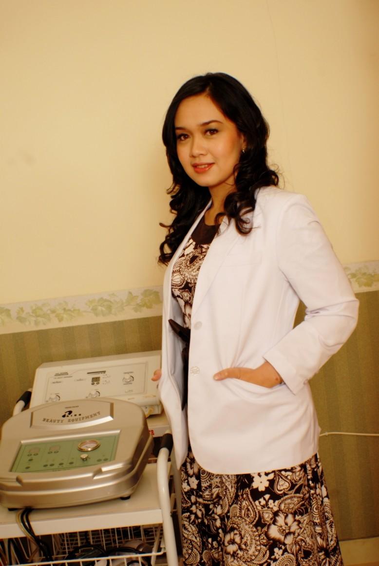 Dokter Cantik Spesialis Kulit Menantikan Anda