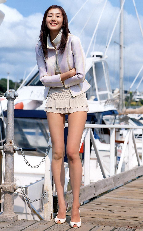Фото девушка в пальто без юбки 3 фотография