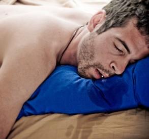 Penyebab dan Cara Mengatasi Ngiler Saat Tidur