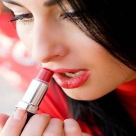 Akibat Bila Selalu Mengganti Lipstik