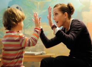 Tips Mengajar dan Menghadapi Anak Autis