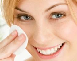 Tips Memakai dan Membersihkan Make Up Untuk Wajah yang Berjerawat